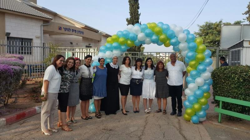 צוות בית הספר אוהל מאיר ביום הראשון לפתיחת הלימודים