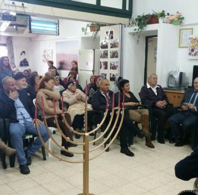 הדלקת נרות במרכז יום לקשיש במעמד ראש המועצה חובב צברי חג אורים שמח